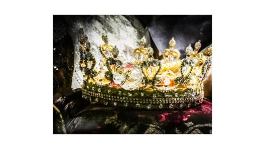 Canva - Crown
